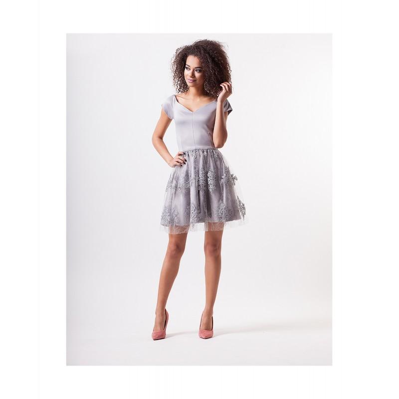 688d2e8a3148 Luxusní dámské šaty EMILY s krajkovou sukní šedé - Alltex-fashion.cz