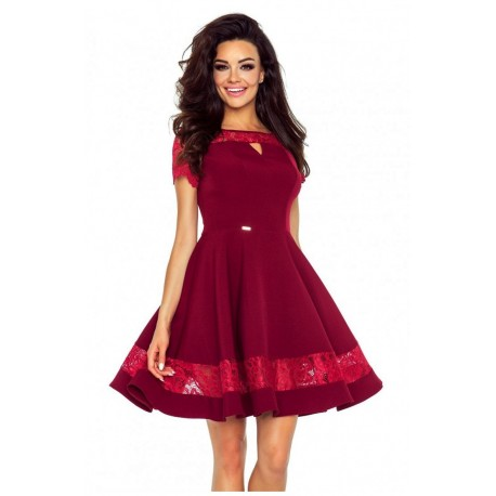 Krásné šaty s krajkou vínové