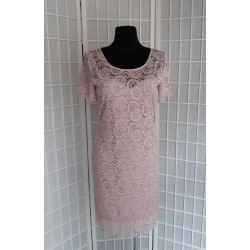 Krajkové pouzdrové šaty Megi